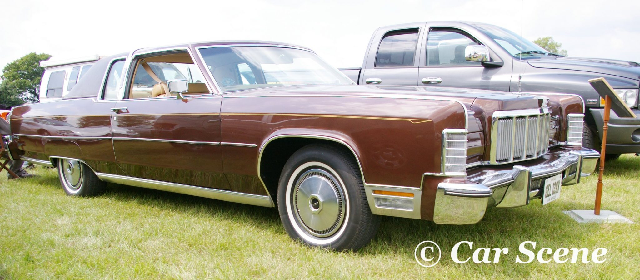 1976 Lincoln Continental front three quarters view
