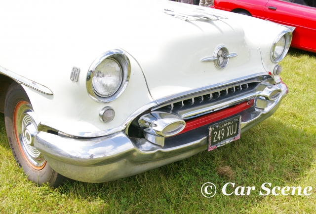 1953 Oldsmobile 88 front view