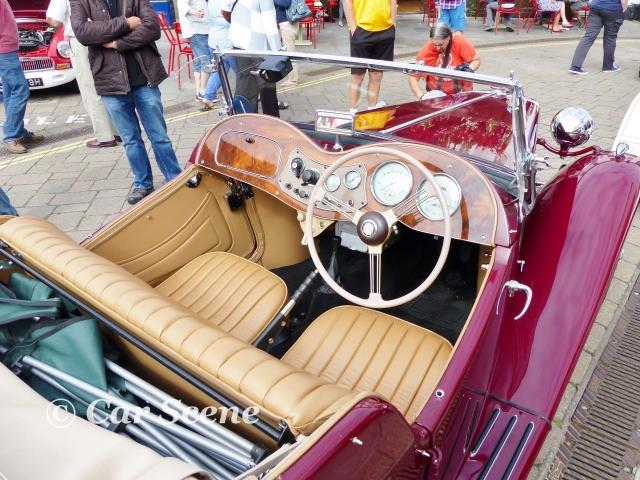 1952 MG TD cockpit view