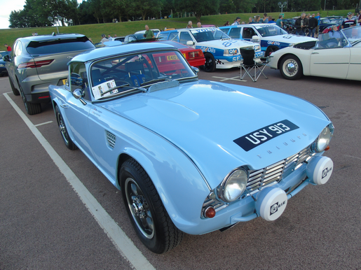 Triumph TR4 with front wing/fender air vents